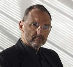 "Thom Mayne, an American architect based in Southern California. ""He is principal of Morphosis, an architectural firm in Santa Monica, California. Mayne received the Pritzker Architecture Prize in March 2005."" (quote from Wikipedia)"