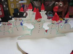 """Here is a cute Paper Plate Craft if ever I saw one - Snowmen CARDS - yep, they double up nicely as """"cards that you can send"""" - be it for Christmas, or as Thank Yous come the new year.…"""