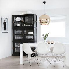 A Love For Interior Design Interior Styling, Interior Decorating, Interior Design, Style At Home, Suspension Tom Dixon, Dinner Room, Scandinavian Living, White Houses, Dream Decor