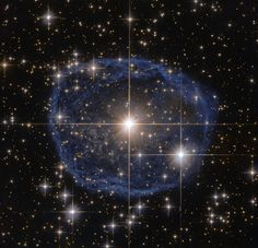 Hubble's Blue Bubble  WR 31a a nebula expanding at 200000 kilometers (136700 miles) per hour [960x926]