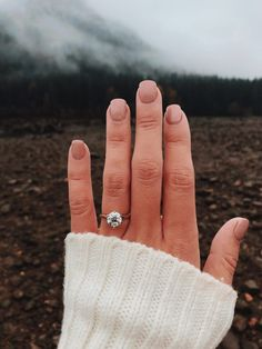 This classic solitaire engagement ring is what dreams are made of! #ringsideas #weddingring