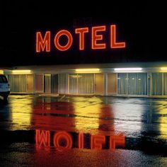 Motel neon at night, photo by Jeff Brouws William Eggleston, Color Photography, Street Photography, Night Photography, Stephen Shore, Neon Noir, Ange Demon, Neon Nights, Hotel Motel