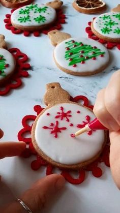 Christmas Sugar Cookies, Christmas Snacks, Christmas Cupcakes, Christmas Cooking, Holiday Cookies, Holiday Desserts, Holiday Recipes, Cake Decorating For Beginners, Cake Decorating Videos