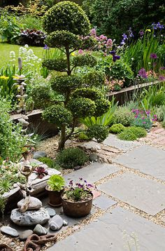 paving slabs and gravel with planting. Design Judith Glover