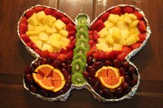 DIY Fruit butterfly tray:) Birthday Party Drinks, Fruit Birthday Cake, Butterfly Birthday Party, 5th Birthday, Butterfly Snacks, Butterfly Cakes, Fruit Diet, Fruit Smoothies, Appetizer Salads