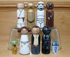 This listing is for a Star Wars set of peg dolls 3.5 in height. Yoda and R2D2 and smaller by about half. The dolls are painted using acryIic paint
