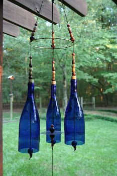 Recycle Reuse Renew Mother Earth Projects: How to make wine bottle wind chime Recycled Wine Bottles, Wine Bottle Corks, Wine Bottle Crafts, Recycled Glass, Glass Bottle, Blue Bottle, Glass Wind Chimes, Diy Wind Chimes, Seashell Wind Chimes