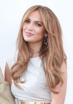 Jennifer Lopezs gorgeous, brunette hairstyle