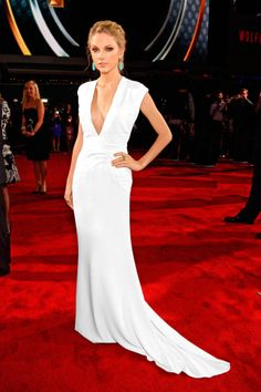 can't believe i am pinning Taylor Swift in Ralph Lauren but love the dress and earrings