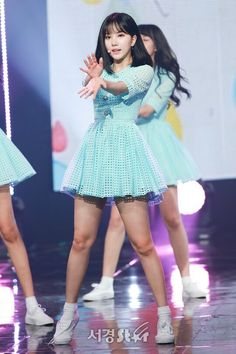 Cute Asian Girls, Cute Girls, Stage Outfits, Dress Outfits, South Korean Girls, Korean Girl Groups, Cute Korean Fashion, G Friend, Cute Girl Outfits