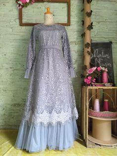 Dress Brokat, Kebaya Dress, Pakistani Dress Design, Pakistani Dresses, Unique Dresses, Trendy Dresses, Dress Outfits, Fashion Dresses, Moslem Fashion