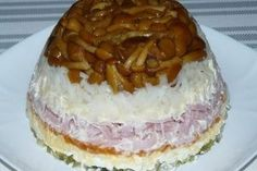 """Salată """"Mireasă"""" - un aperitiv ce se bucură de o popularitate enormă! Cu ușurință face concurență salatei Șuba și Olivier! - Bucatarul Fruit Punch, Kfc, Barbecue, Cheesecake, Food And Drink, Pudding, Cooking, Desserts, Cole Slaw"""