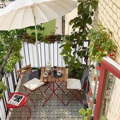 Nuevos suelos de terraza de Ikea: bonitos y fáciles de instalar Outdoor Table Tops, Outdoor Chairs, Outdoor Decor, Outdoor Decking, Outdoor Living, Ikea Portugal, Garden Furniture, Outdoor Furniture, Balcony Furniture