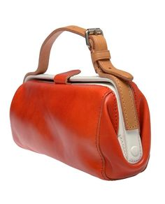 WoW this Acne Small leather doctor's bag is so beautiful , I really like! Tote Handbags, Purses And Handbags, Fashion Handbags, Fashion Bags, Leather Purses, Leather Handbags, Leather Bag, Crea Cuir, Frame Bag
