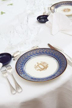 Portelanuri Sevres, resedinta Ambasadorului Frantei - REVISTA cASA lUX Plates, Tableware, Licence Plates, Dishes, Dinnerware, Griddles, Tablewares, Dish, Place Settings