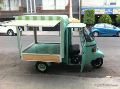 A mobile Kink Ink Shop? Coffee Business, Bakery Business, Coffee Carts, Coffee Truck, Coffe Cupcakes, Vespa Ape, Prosecco Van, Food Business Ideas, Mobile Coffee Shop