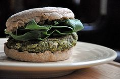 BLACK BEAN-SPINACH BURGERS: I'm not too sure about the TVP. I'd rather put in pulsed raw nuts (almonds or cashews) ... But the rest looks awesome!