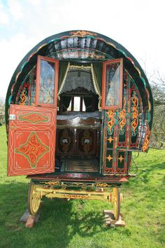 www.gypsycaravanbreaks.co.uk The wagon as used by the Famous Five series