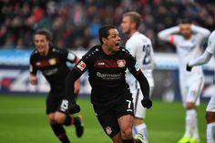EN 1455 MINUTOS TERMINA CON LA SEQUÍA GOLEADORA DE CHICHARITO El mexicano marca su primer gol del año, y el primero desde el mes de octubre. Bayer Leverkusen cae ante Borussia Mönchenglabach por 3-2.