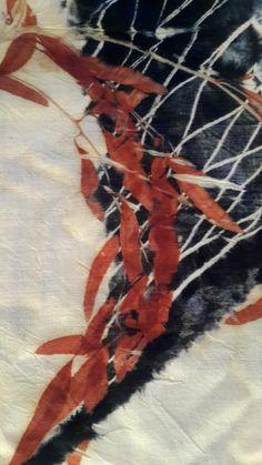 red cap leaf eco printed on wool - Laura Miryam Biran Textile Fiber Art, Textile Prints, Textile Design, Fabric Painting, Fabric Art, Fabric Crafts, India Flint, Animal Fibres, Natural Dyeing
