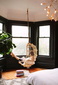 1425 - SAN FRANCISCO APARTMENT | HANGING CHAIR + BLACK WALLS