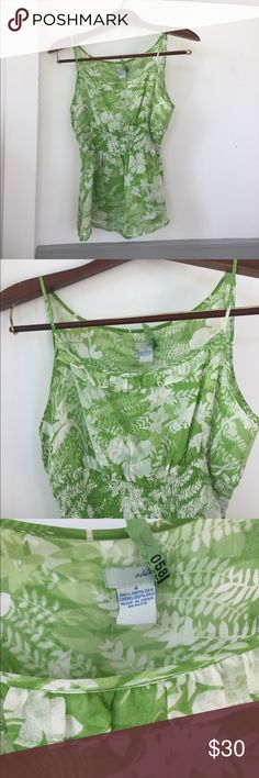 VGUC- Odille silk chiffon camisole in greenery Beautiful silk chiffon camisole is great for layering or a standout on its own. There are a few thread snags visible upon close inspection (as I tried to show in the next to last photo) but nothing appears to be unraveling or fraying, and the top is in otherwise great condition. Material is self-lined to avoid being overly sheer (see last photo). Looks like Pantone's color of the year- Greenery! Anthropologie Tops Camisoles