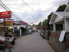 Utila town 2 Vacation Packages, Vacation Trips, Utila, Roatan, Day Tours, Honduras, Scenery, Beautiful Places, Paisajes
