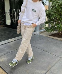 Indie Outfits, Retro Outfits, Cool Outfits, Casual Outfits, Fashion Outfits, Sneaker Outfits, Vetement Fashion, Sneakers Mode, Stylish Mens Outfits