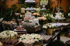 Casamento na Serraem umjardim encantadocriado só para os noivos, com toquerústico, bohoe acredite, quase 4 mil doces criados pelas mãos da noiva!
