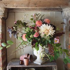 Seasonal flowers are always available in our barn shop at Foxtail Lilly. All our fresh grown flowers have a wild feel bringing the countryside into your home. Seasonal Flowers, Fresh Flowers, Barn Shop, Flower Designs, Decorating Your Home, Countryside, Flower Arrangements, Christmas Wreaths, Wedding Flowers