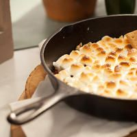 Jeff makes Skillet S'mores, his take on that campfire classic, s'mores. Smores Dip Recipe, Midnight Snacks, Dip Recipes, Skillet, Macaroni And Cheese, Foodies, Dips, Meals, Dinner