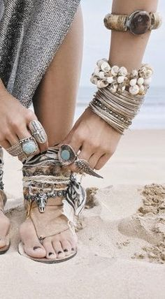 ≫∙∙ boho, feathers + gypsy spirit ∙∙≪ Rings, Jewels & Flash tattoos Repinned by www.livewildbefree.com