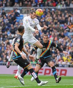 Gareth Bale of Real Madrid scores his team's 2nd goal during the La Liga match between Real Madrid and Rayo Vallecano at estadio Santiago Bernabeu on December 20, 2015 in Madrid, Spain. (Dec. 19, 2015 - Source: Denis Doyle/Getty Images Europe)
