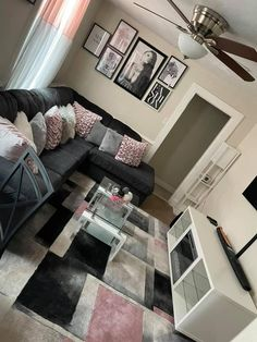Cute Living Room, Decor Home Living Room, Home Bedroom, Living Room Designs, Bedrooms, Home Decor, Girl Apartment Decor, First Apartment Decorating, Apartment Ideas