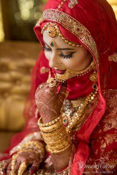 Bridal Hijab Styles, Latest Bridal Dresses, Muslim Wedding Dresses, Muslim Brides, Wedding Dress Styles, Bridal Style, Indian Bridal Photos, Indian Bridal Outfits, Indian Bridal Fashion