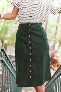 3c4d0a7080 Little Lady Forest Green Midi Skirt  blackandwhitevintagephotos Moda  Modesta