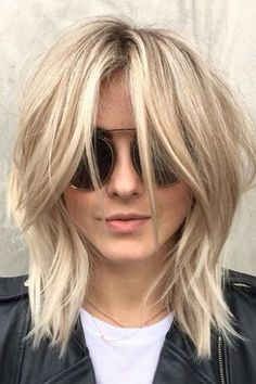 We're kind of obsessed with Julianne Hough's new 'shag' haircut - Julianne Hough hair – shag cut by Riawna Capri Wavy Layered Haircuts, Medium Shag Haircuts, Angled Bob Hairstyles, Bob Hairstyles For Fine Hair, Easy Hairstyles, Hairstyle Short, Hairstyle Ideas, Hairstyles 2016, Pixie Hairstyles