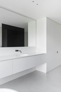 Francisca Hautekeete - Architect Gent - Projects - M White Tile Shower, White Marble Bathrooms, Shower Tiles, Minimalist Bathroom, Modern Bathroom, Small Bathroom, Contemporary Bathrooms, Corner Shower Doors, Interior Design Minimalist