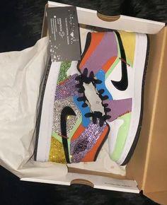 Jordan Shoes Girls, Girls Shoes, Sneakers Mode, Sneakers Fashion, Dior Sneakers, Custom Jordans, Nike Air Shoes, Aesthetic Shoes, Fresh Shoes