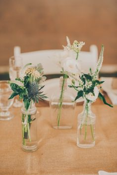 New vintage wedding venues simple Ideas Bottle Centerpieces, Wedding Table Centerpieces, Flower Centerpieces, Wedding Decorations, Vintage Centerpieces, Decor Wedding, Flower Decorations, Floral Wedding, Wedding Flowers