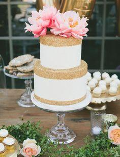 Pastel con toques dorado para tu boda de noche #BodaTotal