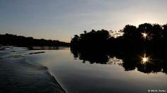 A essência da vida. Se construída, a hidrelétrica São Luiz do Tapajós ficará nesse trecho do rio, que tem águas verde-azuladas, corredeiras, praias, cachoeiras e igarapés. Os reservatórios poderão inundar até 7% da Terra Indígena Sawré Muybu. Para os mundurukus, o barramento do rio significa a perda de território e dos meios de subsistência, além de piorar qualidade da água e interferir na reprodução dos peixes.