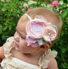 So cute! This is a very beautiful hair bow, for easter?
