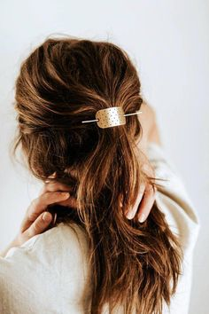Simple and I love it #HairGrowthShampoo Bobby Pin Hairstyles, My Hairstyle, Headband Hairstyles, Cool Hairstyles, Hairstyles Videos, Hair Scarf Styles, Long Hair Styles, Hair Slide, Twist Headband