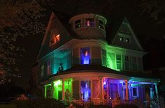 What a fun house! Adult Halloween Party, Halloween Scene, Halloween Carnival, Halloween Goodies, Halloween Haunted Houses, Halloween 2016, Outdoor Halloween, Halloween Party Decor, Holidays Halloween
