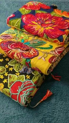 with brazilian Chita fabric.clutches with brazilian Chita fabric. Hungarian Embroidery, Embroidery Applique, Cross Stitch Embroidery, Embroidery Patterns, Indian Embroidery, Crochet Patterns, Fabric Journals, Chain Stitch, Fabric Art