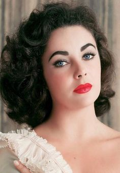 Elizabeth Taylor, Queen Elizabeth, Hollywood Glamour, Hollywood Stars, Classic Hollywood, Old Hollywood, Cinema Tv, She's A Lady, Violet Eyes