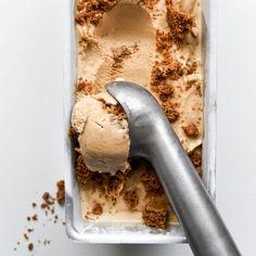 Lekker recept gevonden: Speculaasijs Ice Cream Pops, Make Ice Cream, Homemade Ice Cream, Ice Ice Baby, Sweet Desserts, Keto Desserts, Sorbet, Ice Cream Recipes, Smoothie Bowl