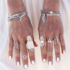 Bracelet Boho - perles + lacets de cuir + breloques