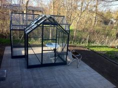Just got my new greenhouse. Cant wait to fill it with tomato, chili, cucumber and not least basil